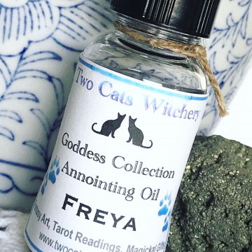Freya Oil. 1/2 oz bottle, Honor the Goddess Freya of Love, Beauty